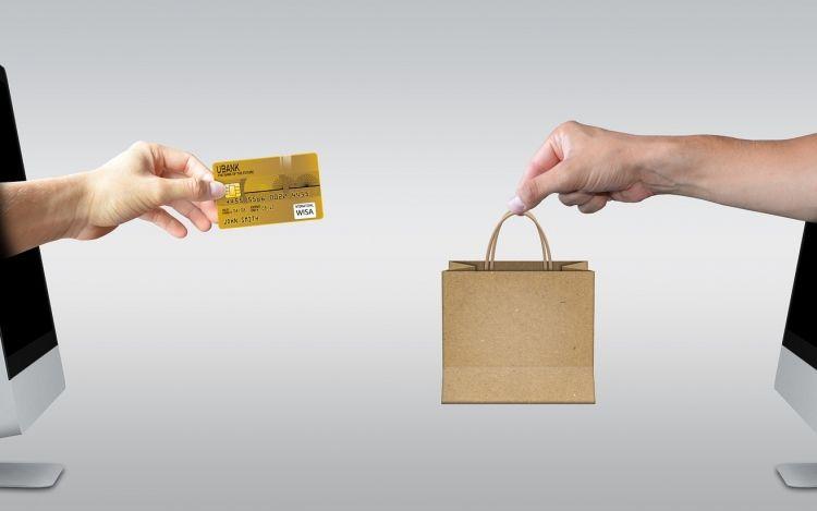 Mintegy 234 milliárd forintot költhettek karácsonyi ajándékokra tavaly az internetezők